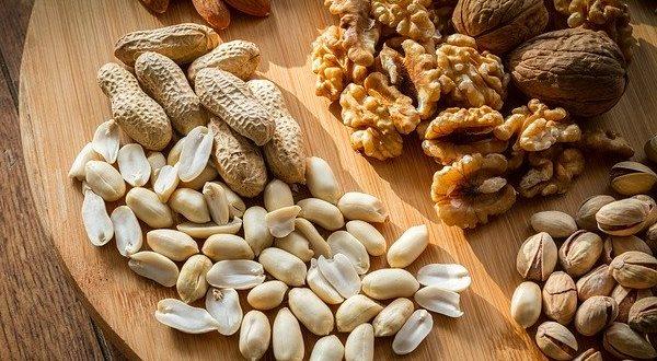Орехи - продукт для  женщин с источником кальция и фосфора